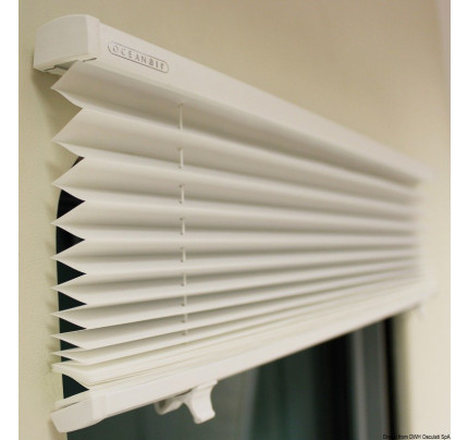 OceanAir-PCG_31578-DOMETIC Skysol Motion pleated blind for hatches and portlights-20